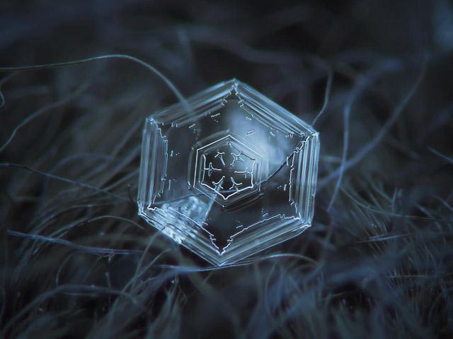 Flocos-de-Neve-hexagonal-simples-cerca-de-1.5-mm