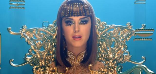 katy-perry-blue-eye-makeup-gold-stud-bangs-dark-horse-w724
